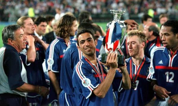 La France devient la première nation couronnée championne d'Europe deux ans après avoir été sacrée championne du monde.