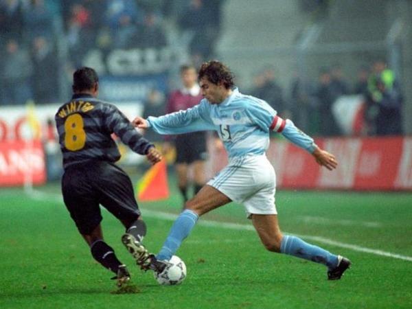 Le 26 novembre 1997, sur que score le RCS bat-il l'Inter Milan en match aller des 8e de finale de la Coupe UEFA ?