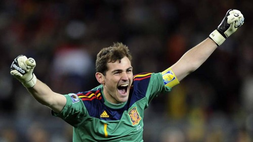 Iker Casillas teve seu alge na carreira no :