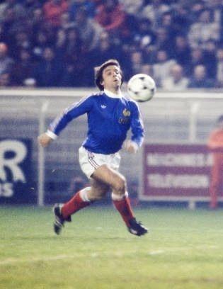 Il a quasiment fait toute sa carrière dans sa ville natale de Nantes et compte 12 sélections en bleu, il s'agit de ?