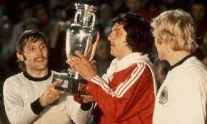 Qui remporte l'édition de 1976 ?