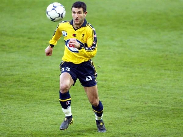 Pour quel club Pierre-Alain Frau quitte-t-il le FCSM en 2004 ?
