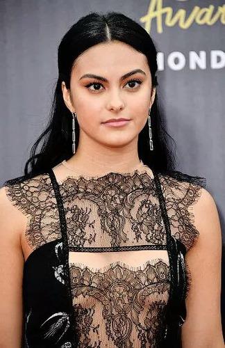 Qual e o nome da atriz que faz a Veronica ?