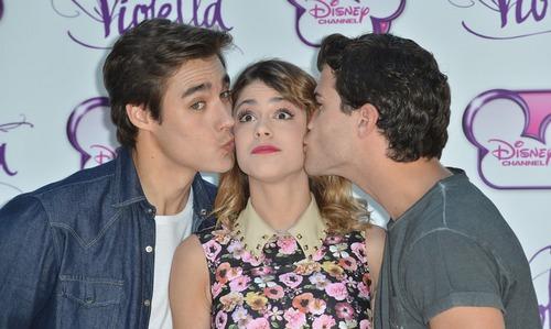 Koja dva dečka su se zaljubila u Violettu u 2. sezoni