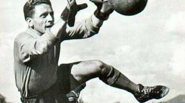 Il a gardé les buts strasbourgeois au début des années 60, c'est ?