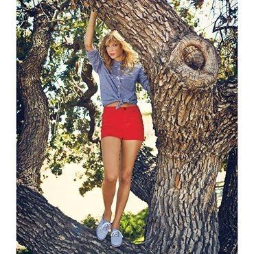 Taylor ' ın reklam yüzü olduğu ayakkabının markası nedir ?
