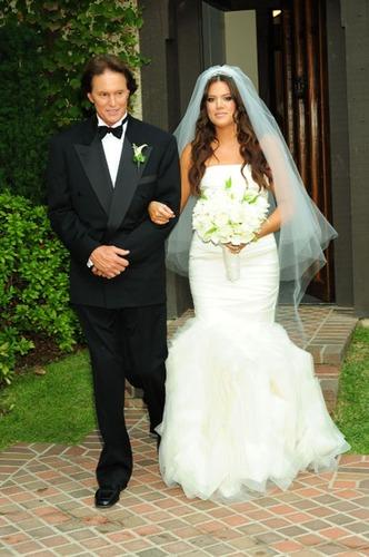 la famille kardashian On combien était la robe de mariée de kim kardashian