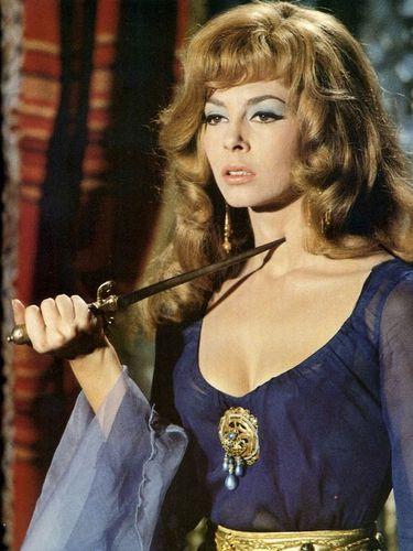 Quelle actrice jouait le rôle d'Angélique au cinéma ?