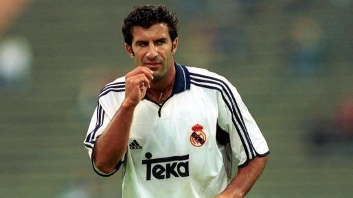 Luis Figo a joué pour le FC Barcelone ......