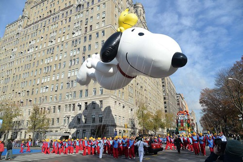 What takes place in New York on Thanksgiving's day ?