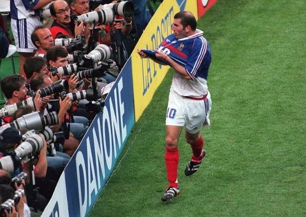De quelle façon Zinédine Zidane inscrira le second but ?
