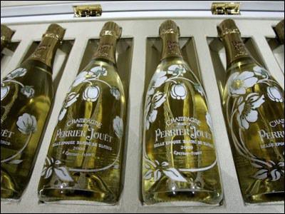 Le champagne Perrier-Jouët, datant de 2008 coûte-t-il 'seulement' 78 855 dollars (57 400 €) ?