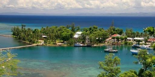 Au large de quel pays se trouve l'île Sainte-Marie ?