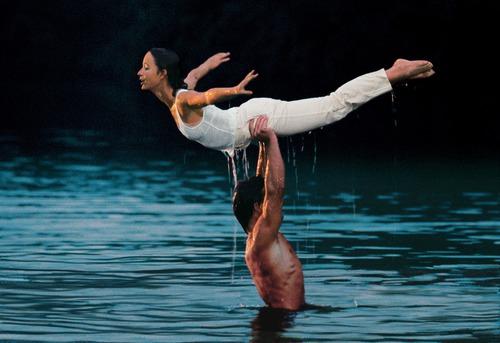 Dans Dirty Dancin, il répète dans l'eau et Johnny ne cesse de répéter une phrase à BB, laquelle ?