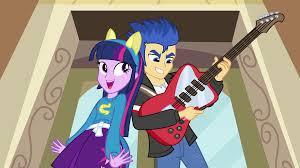 ¿Quien se enamora de Twilight en la escuela canterlot?