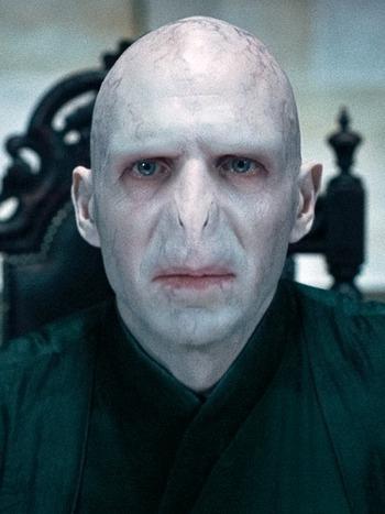 Lord Voldemort'un yok edilen ilk hortkuluğu hangisiydi
