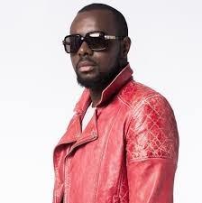 Ce chanteur est connu, comment s'appelle-t-il ?