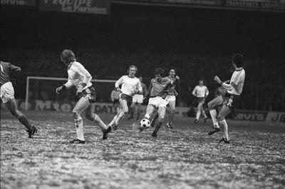 Par quelle équipe les stéphanois sont-ils éliminés en demi-finale de la Ligue des Champions en 1975 ?