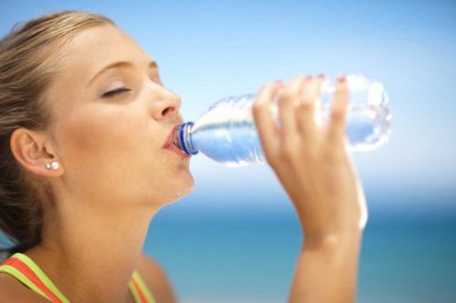 Quantos dias uma pessoa pode sobreviver sem ingerir água ?