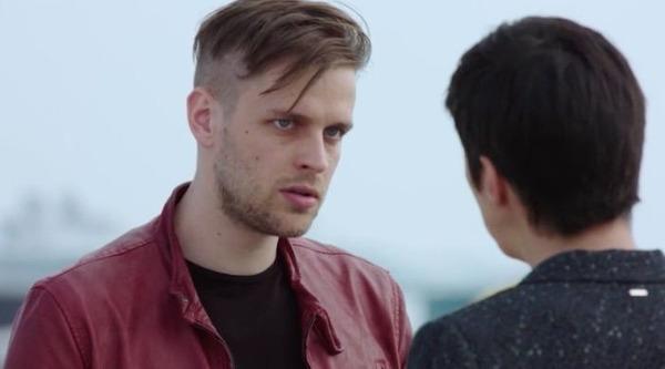 Stan vient d'aller en prison pour le meurtre de Melmont alors qu'il est innocent, il est le frère de qui ?