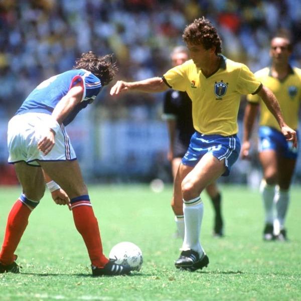 En seconde mi-temps, le brésilien Zico entre en jeu à la place de .......