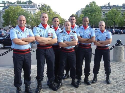 Qu'est-ce que les pompiers de Paris ont admis pour la première fois en 2002 ?
