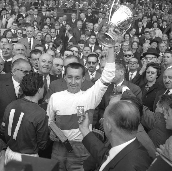 Le 10 mai 1964, contre quelle équipe L' OL remporte sa première Coupe de France ?