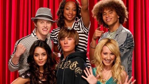 Qual é a música que Troy e Gabriella cantam com Kelsi ao piano ?