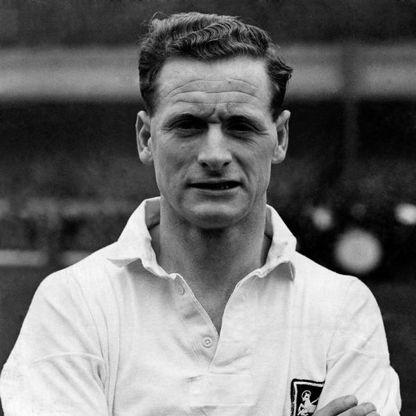 Il a disputé 3 Mondial dans les années 50 et inscrit 30 buts pour sa sélection en 76 matchs, il s'agit de ......