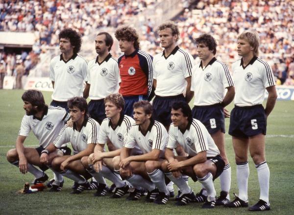 Qui est alors le capitaine de l'équipe allemande ?