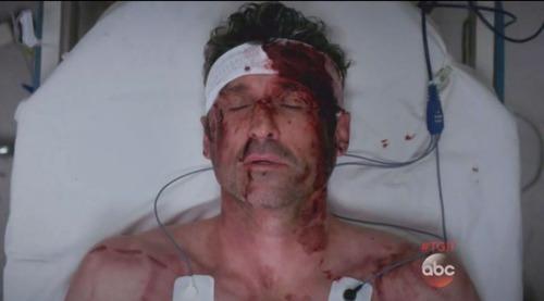 Dans la saisons 11 comment meurt Derek ?