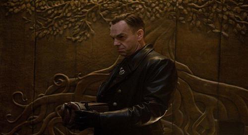 """Comment s'appelle le chêne des neuf royaumes mentionné par Johann Schmidt dans """"Captain America: the first Avengers"""" ?"""