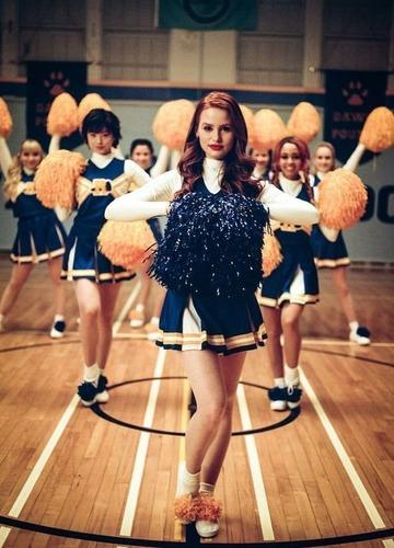 Qui est la «chef» des cheerleaders ?