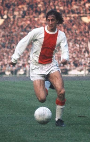 En 1970, Johan choisira son numéro fétiche qu'il portera aussi bien en club qu'en sélection, c'est le .....