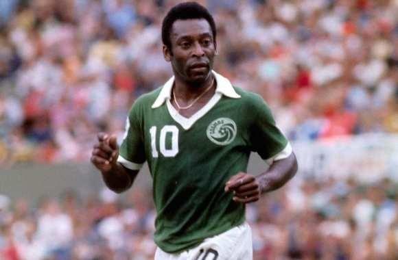 Après 18 ans passés à Santos, quel club rejoint-il en 1975 ?