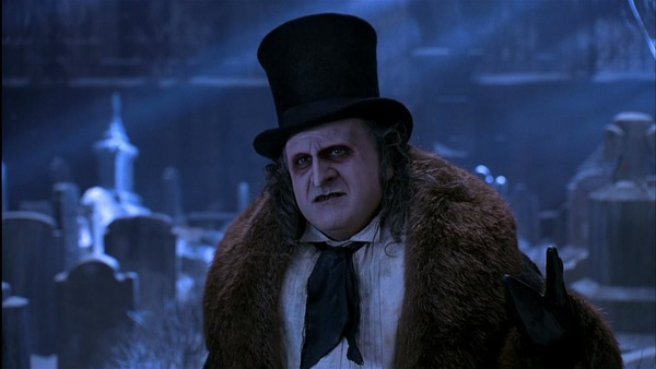 Qui joue le rôle du pingouin dans Batman, le défi ?