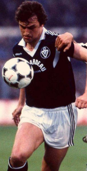 Cet attaquant allemand à passé 3 saisons à Bordeaux dans les années 80. C'est ?