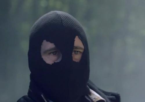 Saison 2 : Qui est la cagoule noire ?