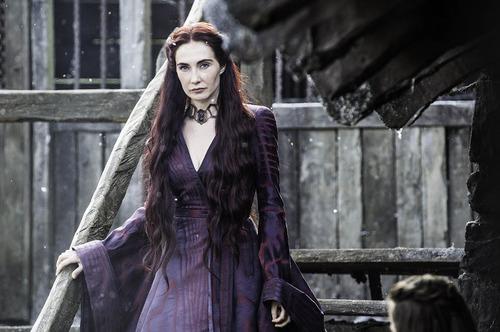 Quel est le prénom de la Femme Rouge ?