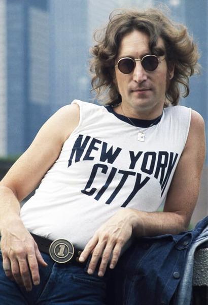 Quel ancien membre des Beatles est assassiné à New York en 1980 ?