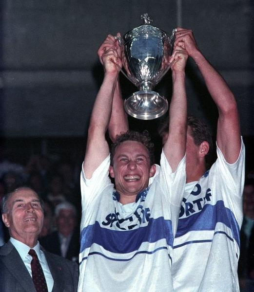 Contre quelle équipe Jean-Pierre Papin a-t-il inscrit un triplé en finale de Coupe de France 1989 ?