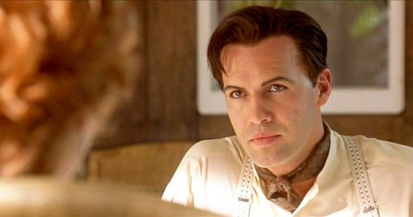 Comment s'appelle le fiancé jaloux de Rose interprété par Billy Zane ?