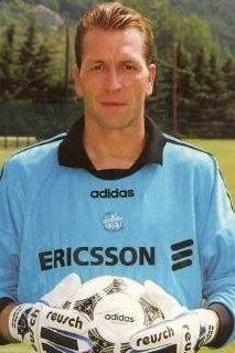 Champion d'Europe 1996, cet allemand a gardé les buts de l'OM, il s'agit de ?