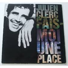 Dans la chanson '' Fais moi une place '' de Julien Clerc. Retrouvons 2 mots manquants. Dans ton avenir pour que  _  _
