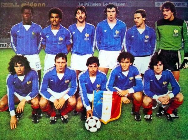 Le 18 novembre 1981, quelle équipe les bleus battent-ils au Parc des Princes, lors de l'avant dernier match des élinatoires pour le Mondial 82 ?