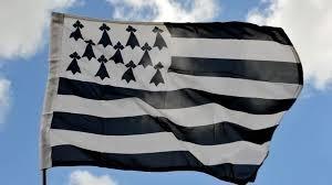 Le drapeau breton est connu sous le nom de Gwenn ha Du, qui signifie :