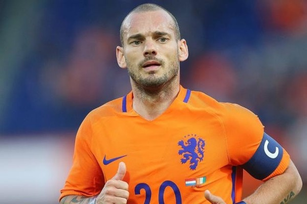Il est à ce jour (2021) le joueur hollandais le plus capé en sélection. Qui est ce ?