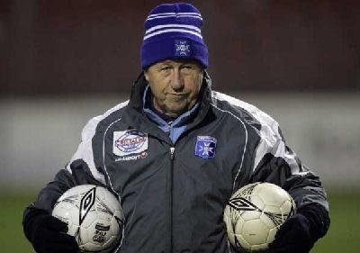 Le célèbre Guy Roux a commencé à entraîner l'AJ Auxerre depuis ...
