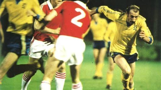 Par qui les sochaliens sont-ils éliminés en demi-finale de la Coupe UEFA en 1981 ?