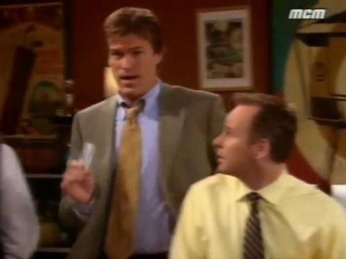 Dans quelle saison voit-on Peter un ancien patron de Val et Lauren ?